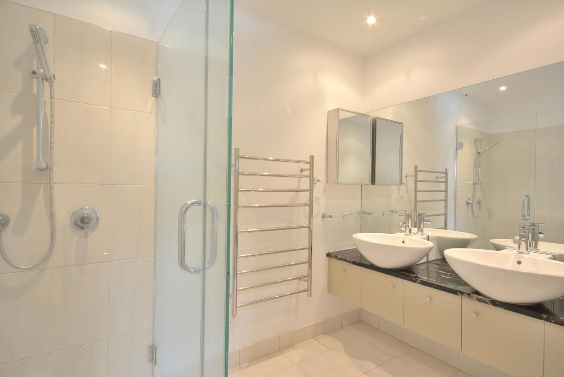 Complete Badkamer Voor : Complete badkamers van de laar installatietechniek son en breugel